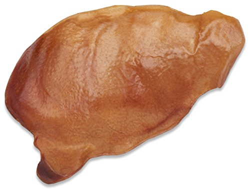 A natural pig ear chew