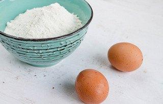 Use flour to stop bleeding
