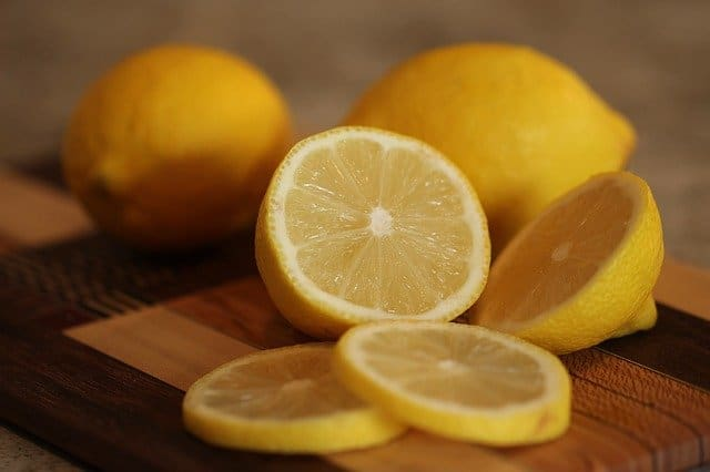 How to use lemon juice to repel fleas on dogs while combing